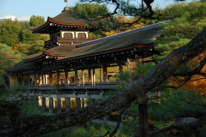 kyoto_autumn_leaves_japan_heian_shrine_563821.jpg
